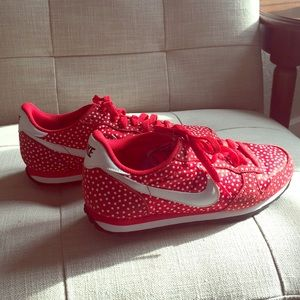 Women's Nike Genicco Red Print Shoes Size 8.5